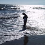 ロスのロングビーチで遊ぶ親子
