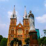 ベトナムの教会と青空