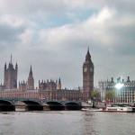 曇りのロンドンの街